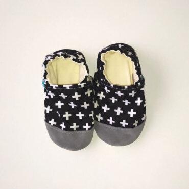 Βρεφικά Παπούτσια Αγκαλιάς Ελβετικά Μαύρα baby run Χειροποίητα 24-36 Mηνών | TiTot Νο 24